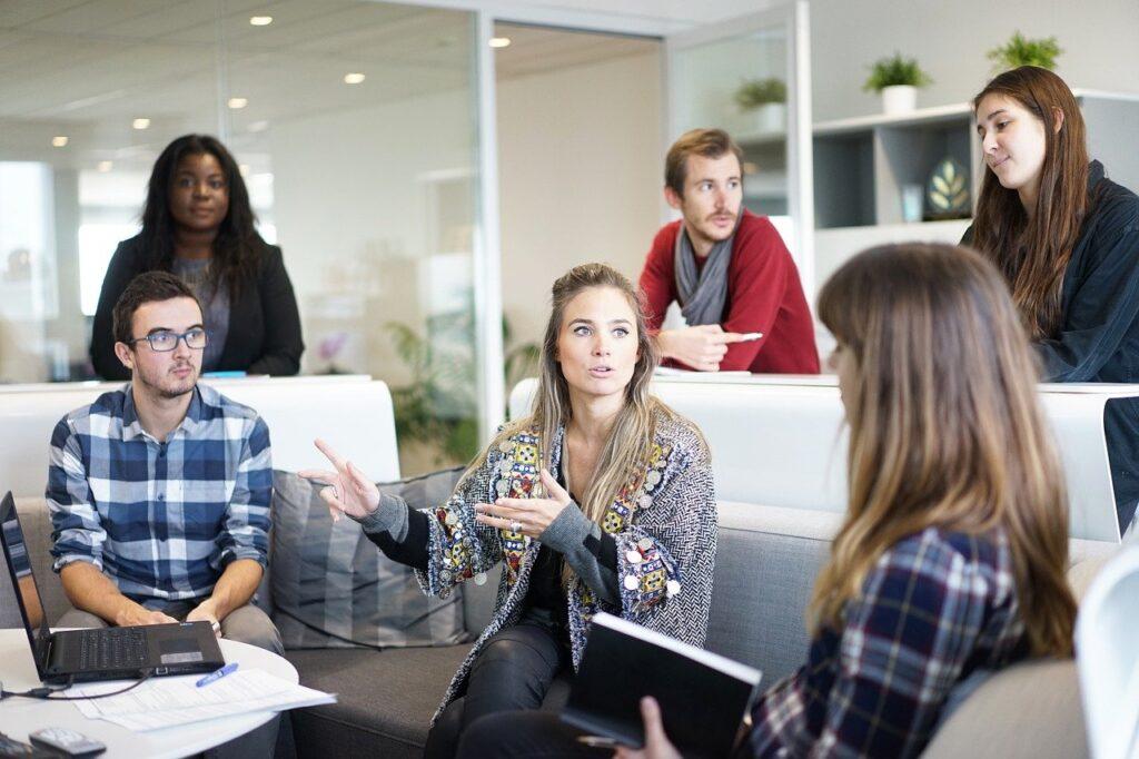 Introwertyk praca zespołowa